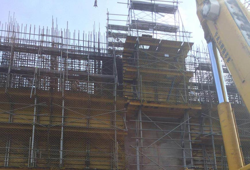 First unit consists of two brackets and steel formwork was lift by mobile crane